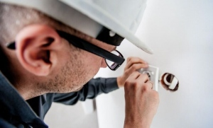 Mistakes To Avoid While Hiring An Electrician For Homeowners
