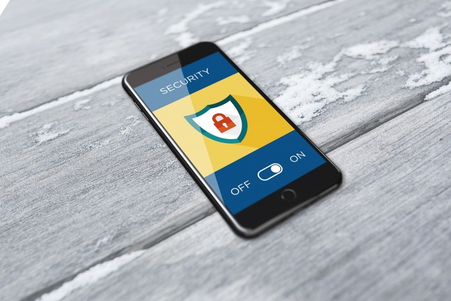 How to Secure Your Smartphone When You Travel