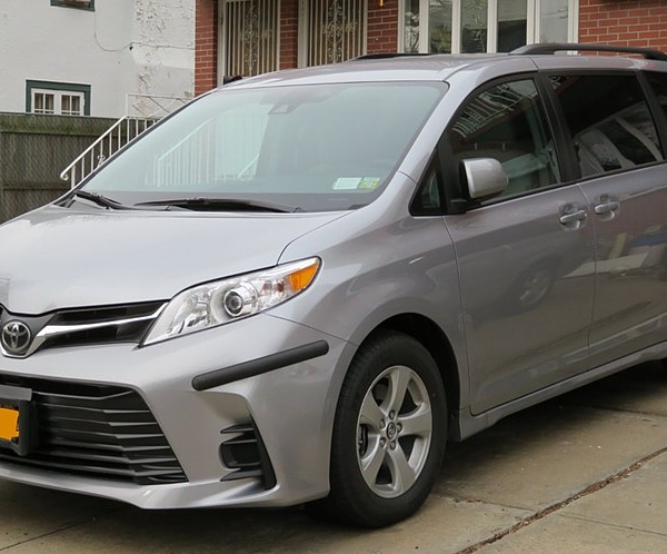 Family Minivan: 5 AWD Models With High Ground Clearance